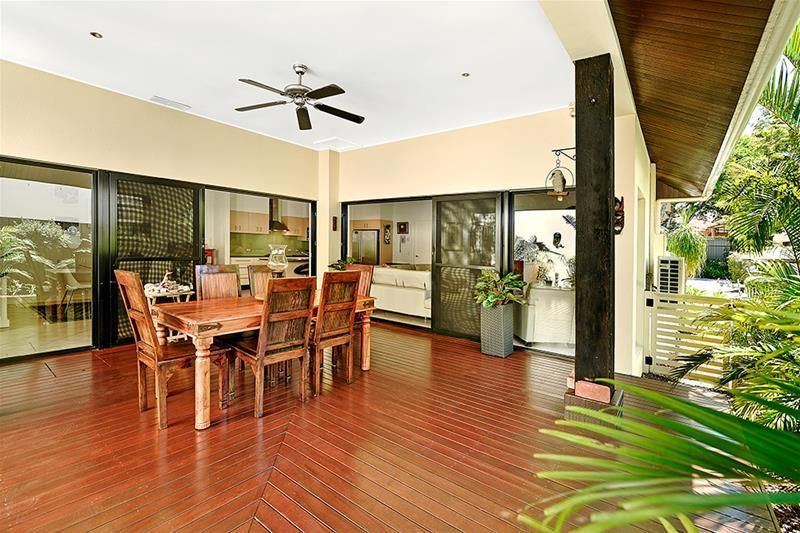 2/9A Greer Terrace, Southport QLD 4215, Image 2