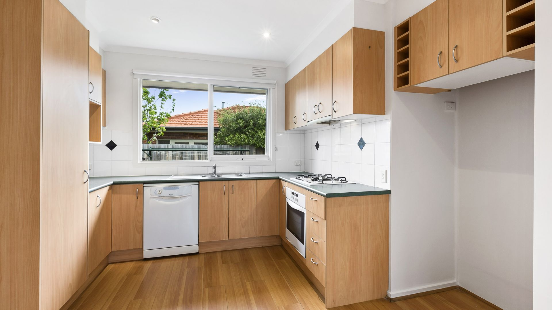2/12 Clapham Road, Hughesdale VIC 3166, Image 2