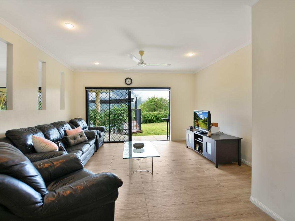 7 Findlay Street, Brinsmead QLD 4870, Image 2