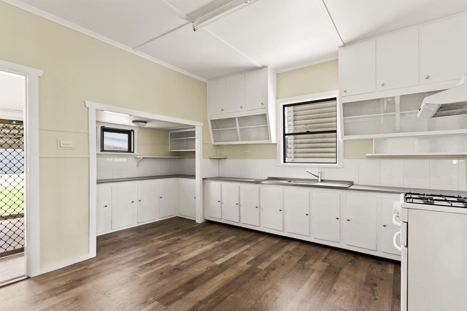 34 Underwood Crescent, Harristown QLD 4350, Image 2