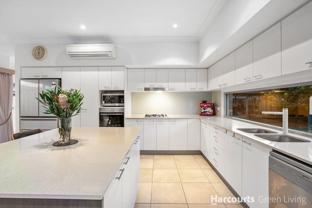 4 Macquarie Street, Wakerley QLD 4154, Image 2