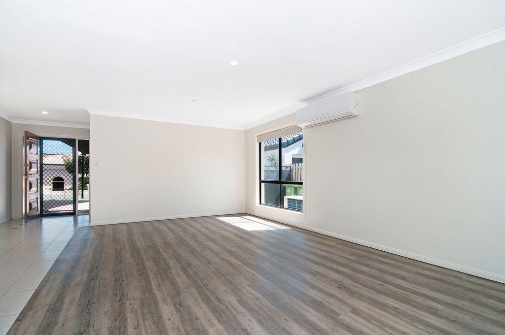 33 Ken Crescent, Helensvale QLD 4212, Image 2
