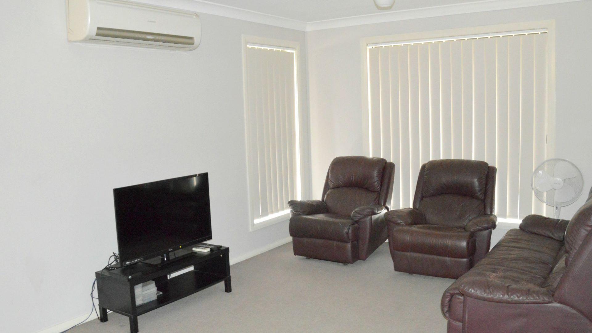 2/4 Drury Close, Singleton NSW 2330, Image 2