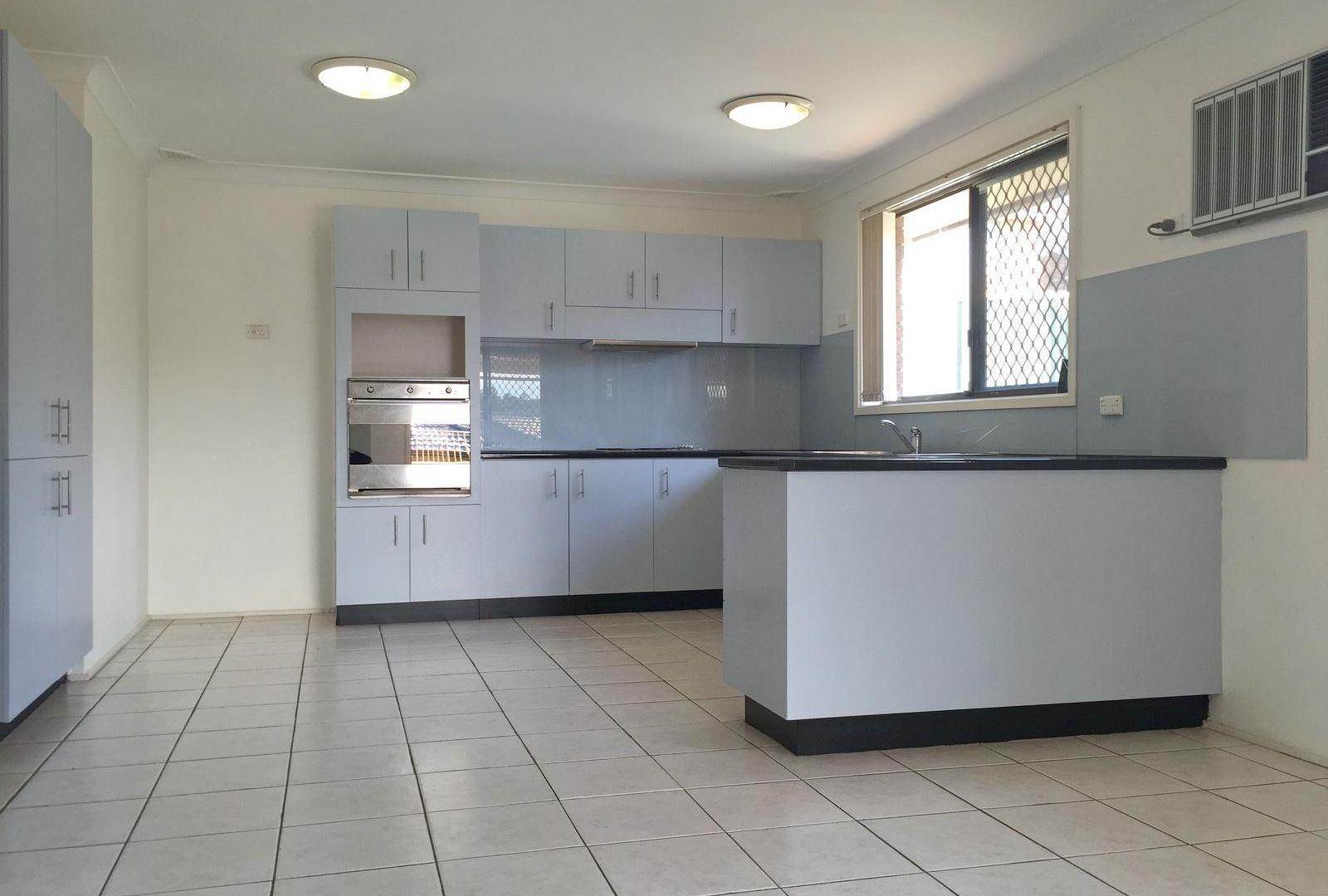 4 Trebbiano Place, Eschol Park NSW 2558, Image 2