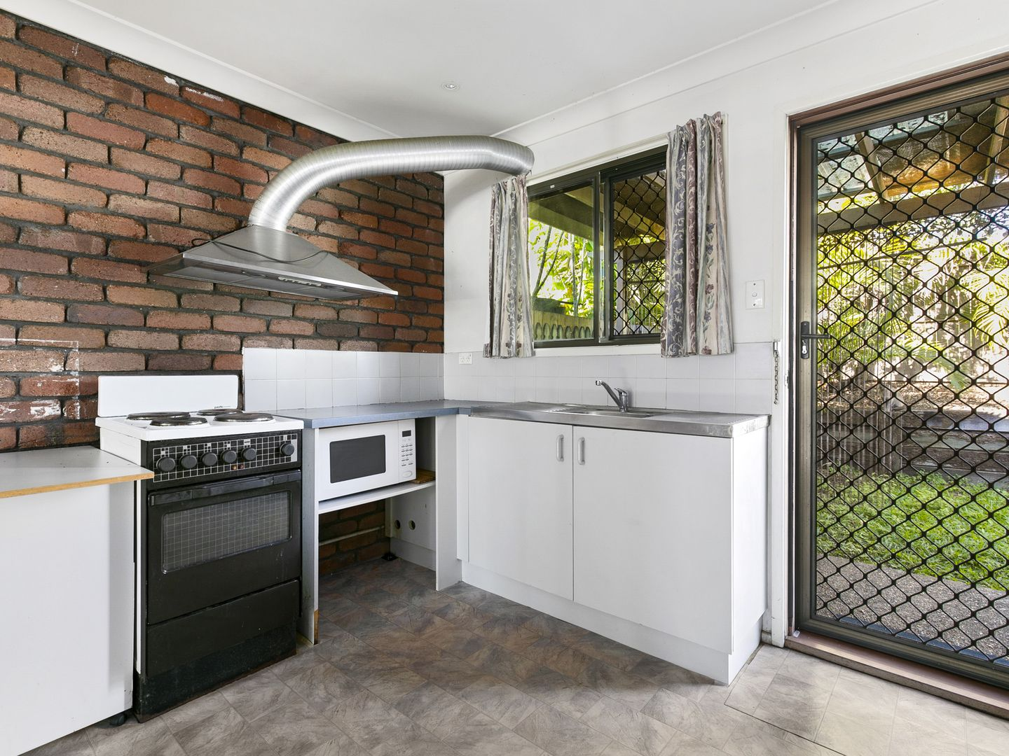 8/50 Junction Rd, Morningside QLD 4170, Image 2