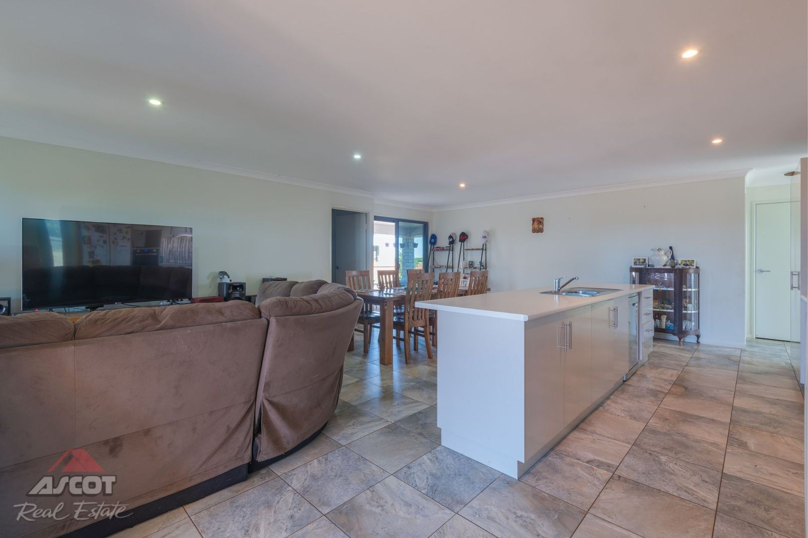 200 Woods East Road, Alloway QLD 4670, Image 2