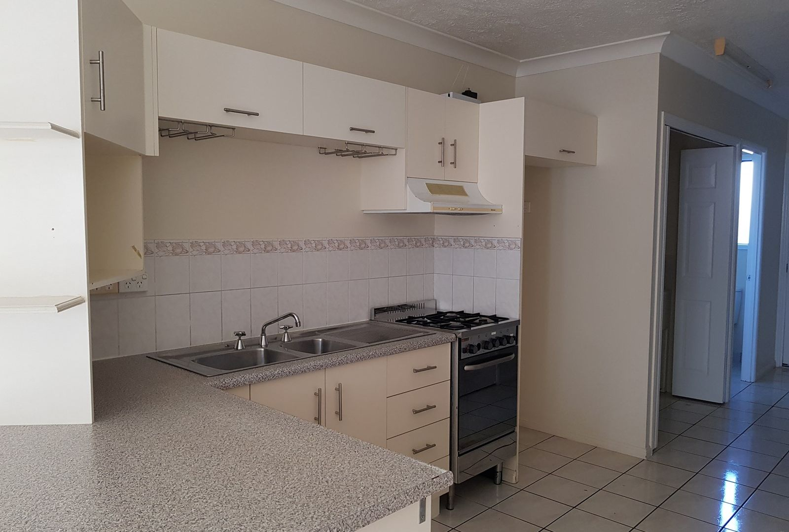 4/11 Second Avenue, Railway Estate QLD 4810, Image 2