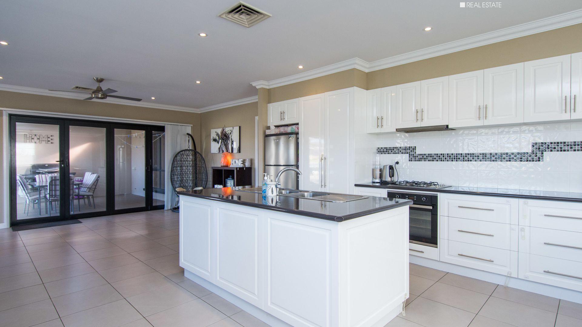 2/7 Bedervale Street, Bourkelands NSW 2650, Image 1