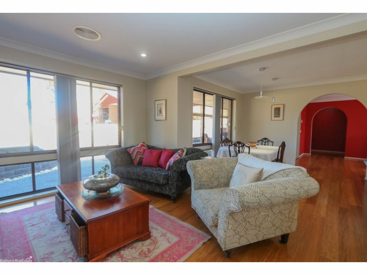 12 Collins Close, Kelso NSW 2795, Image 2