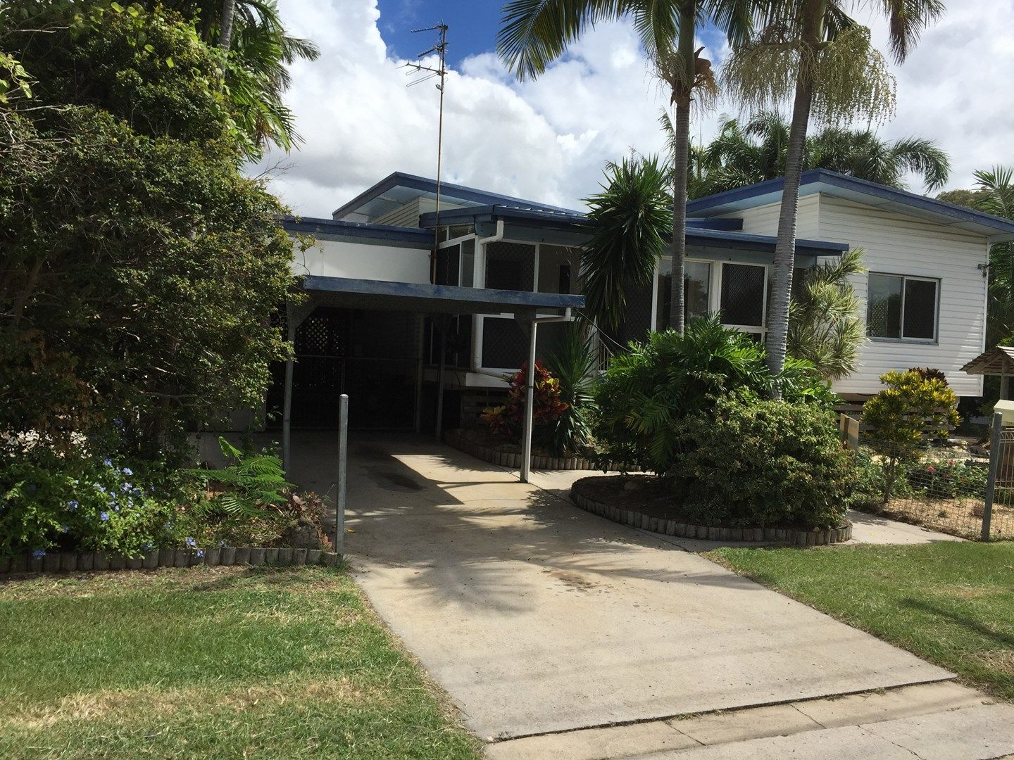 215 OAKA STREET, South Gladstone QLD 4680, Image 0