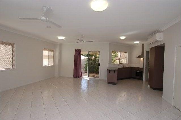4/11 Gladstone Street, Pimlico QLD 4812, Image 1