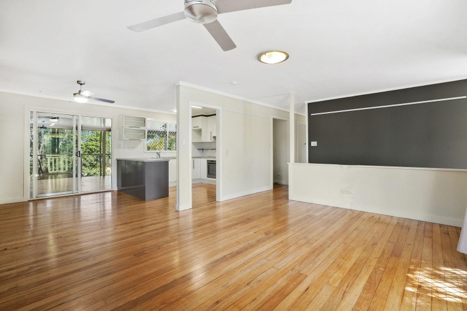 11 Burloo Crescent, Ferny Hills QLD 4055, Image 2