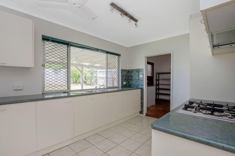 8 Cooleroo Avenue, Southport QLD 4215, Image 2