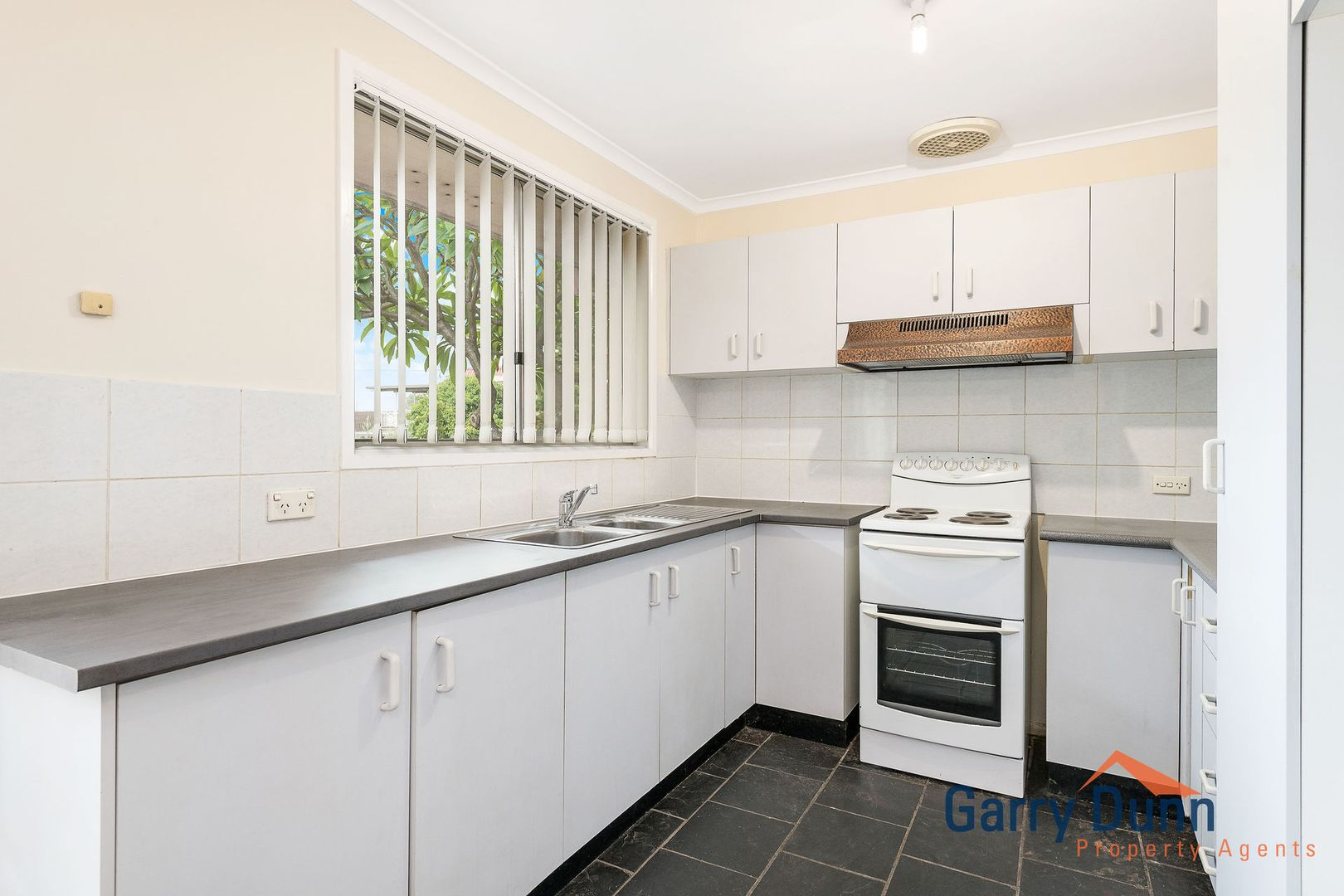 11 Holly Ave, Chipping Norton NSW 2170, Image 2