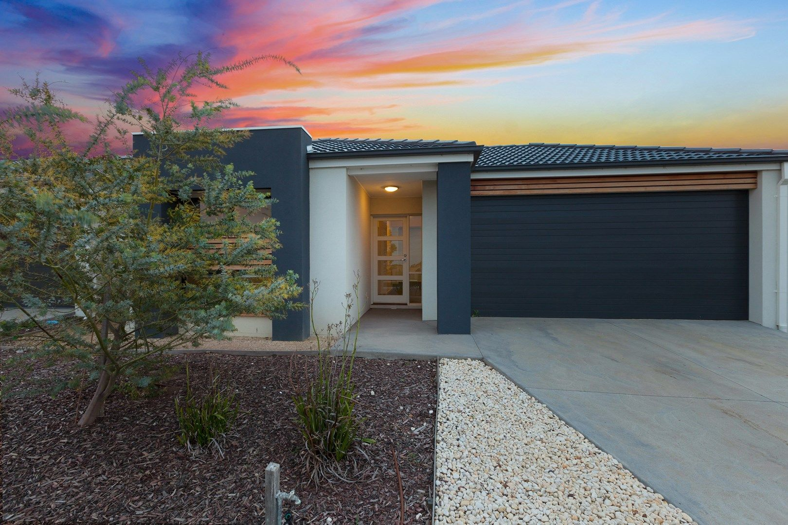 33 Beachside Cres, Point Cook VIC 3030, Image 0
