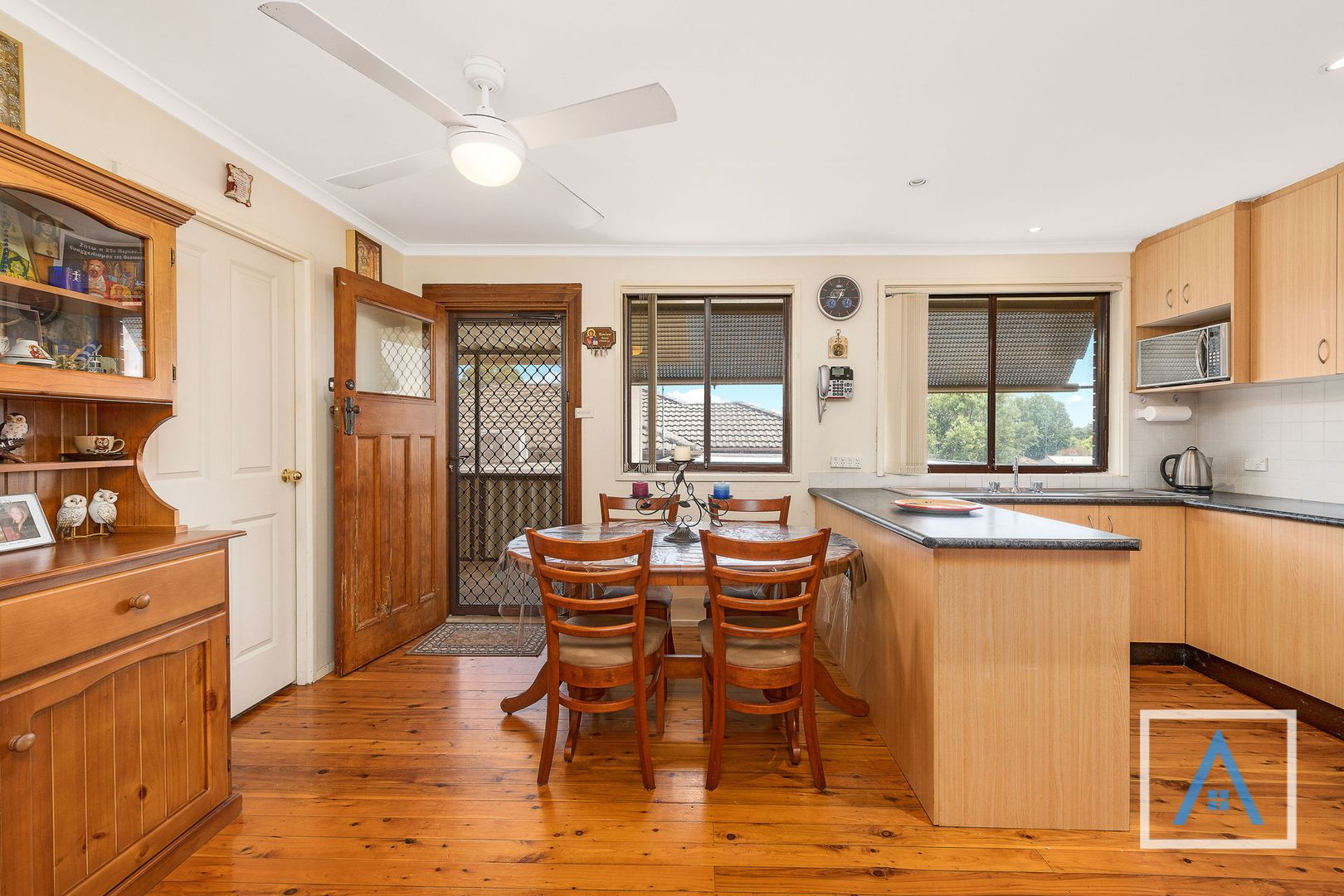 8 Wyndham Avenue, Leumeah NSW 2560, Image 2