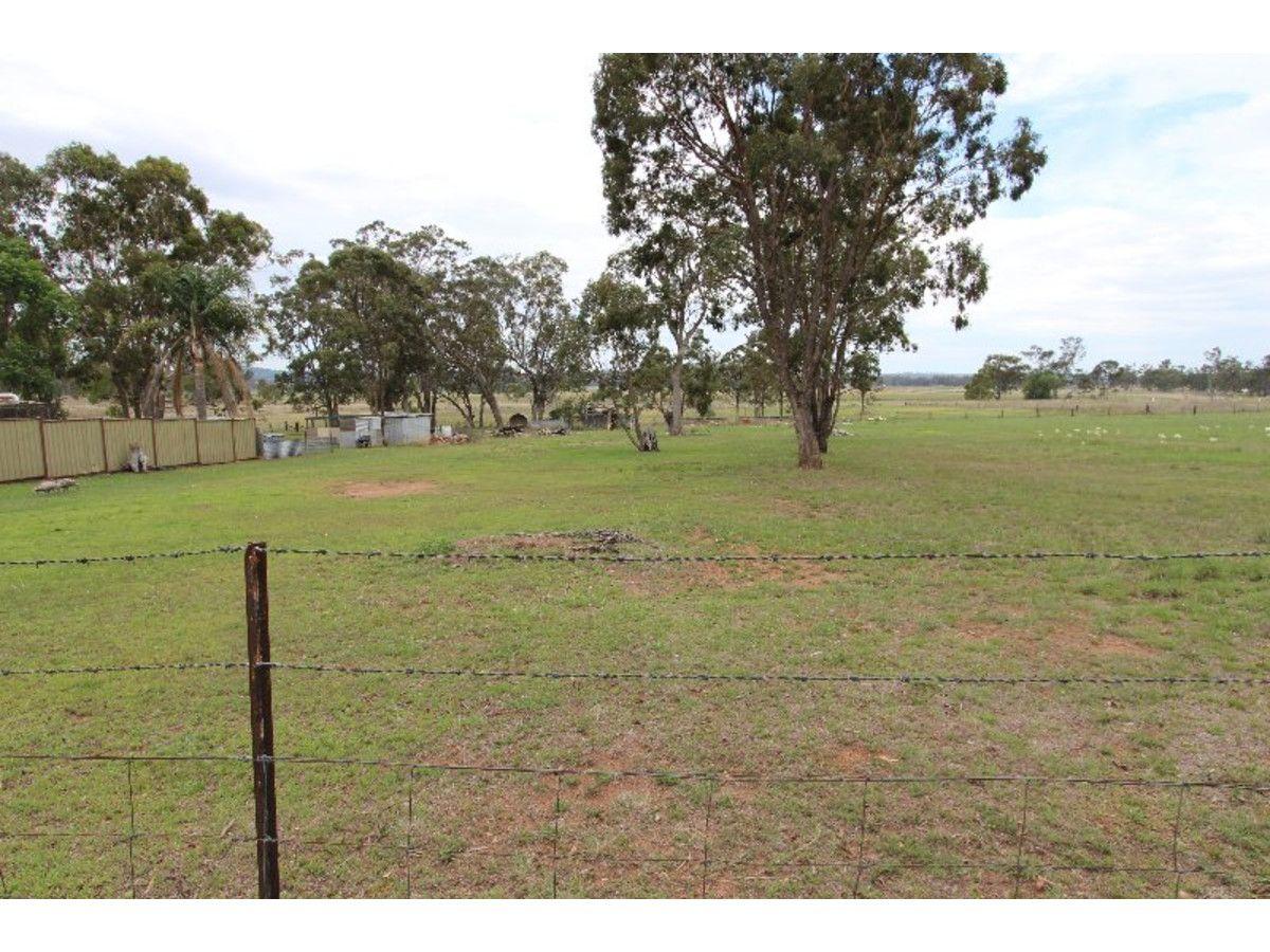 98 White Street, Pratten QLD 4370, Image 2