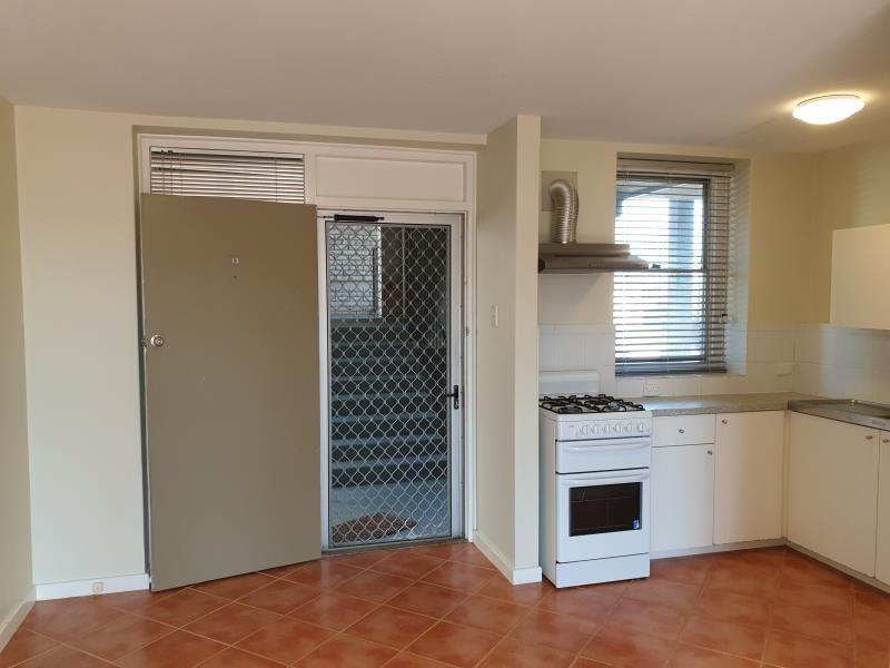 13/133 Lincoln Street, Perth WA 6000, Image 2
