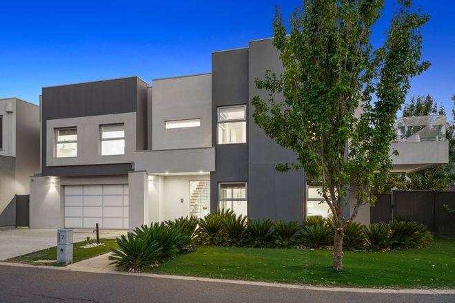 Picture of 7 Waterview Walk, CAROLINE SPRINGS VIC 3023