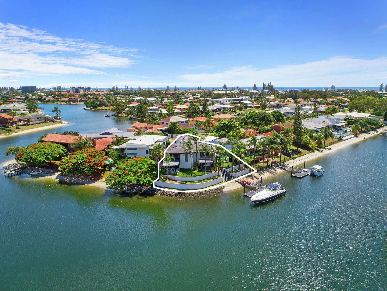 30 Bight Court, Mermaid Waters QLD 4218, Image 2