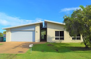 8 Beach St, Burnett Heads QLD 4670