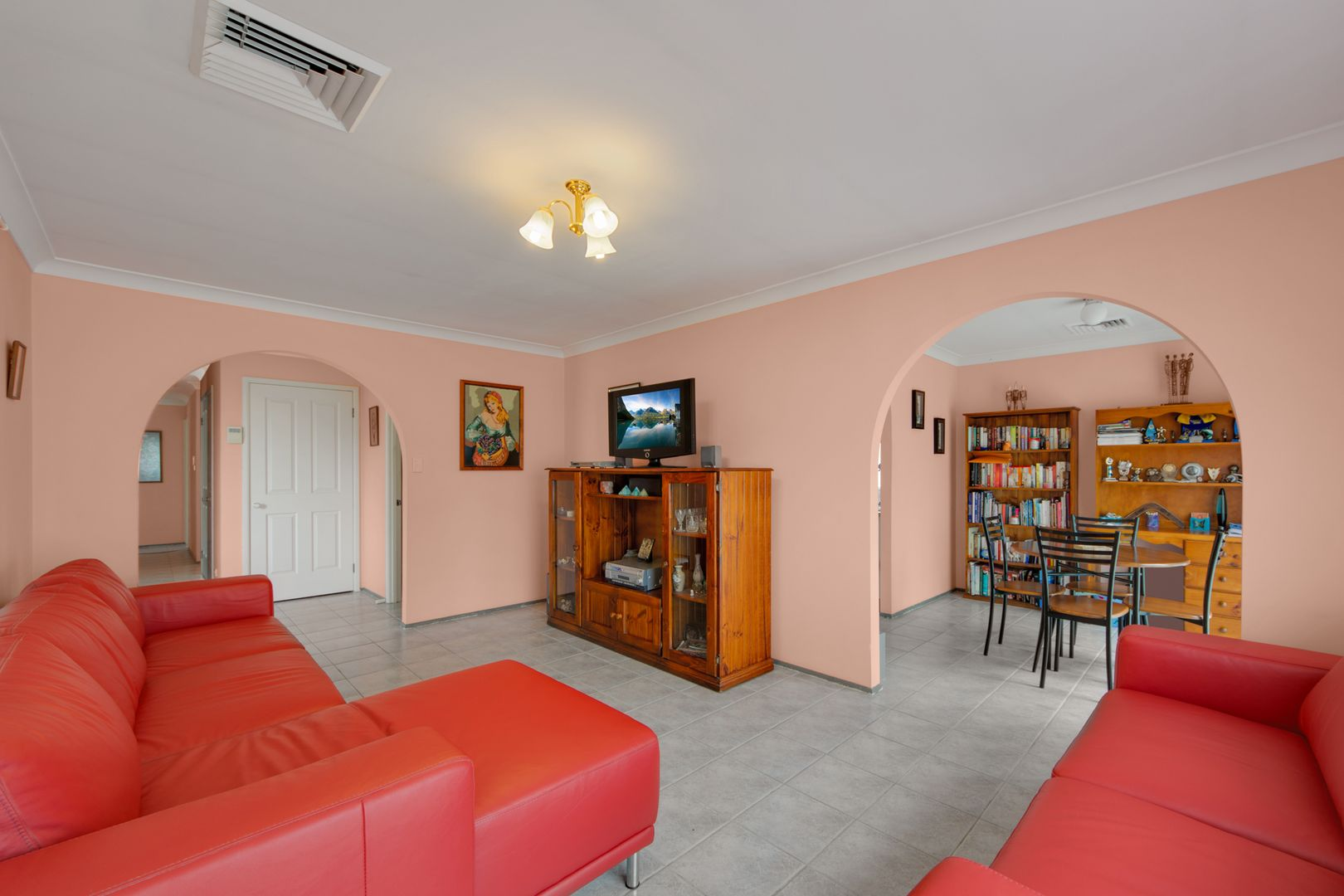 25 Orchid Place, Macquarie Fields NSW 2564, Image 2