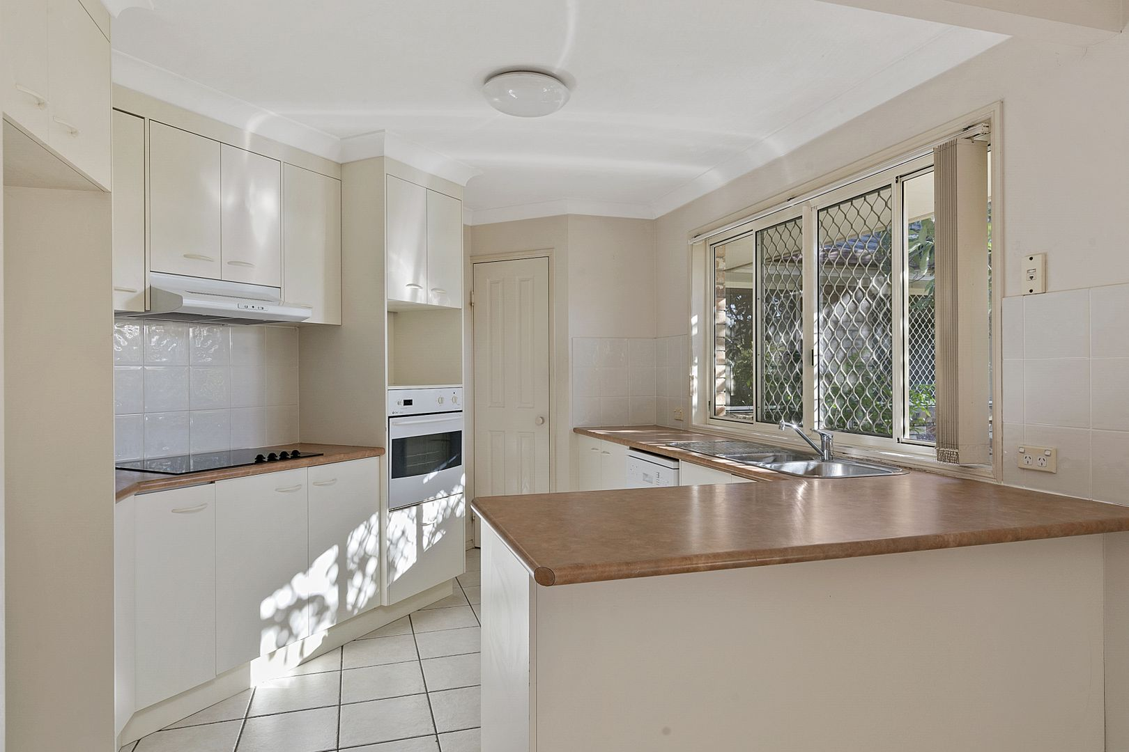 61 Belford Drive, Wellington Point QLD 4160, Image 2