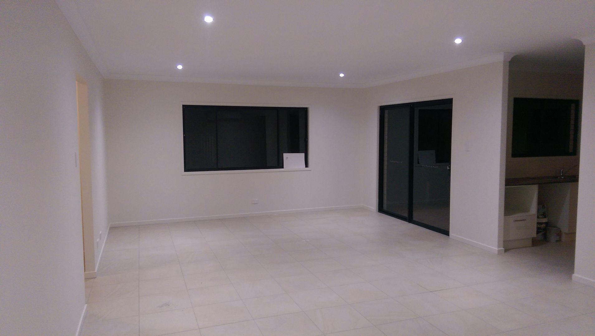 8 Serene Court, Boronia Heights QLD 4124, Image 2