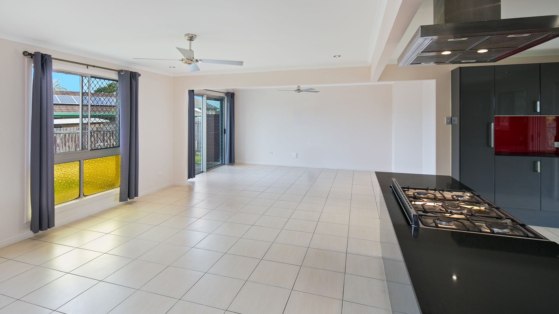 5 Heron Court, Birkdale QLD 4159, Image 2