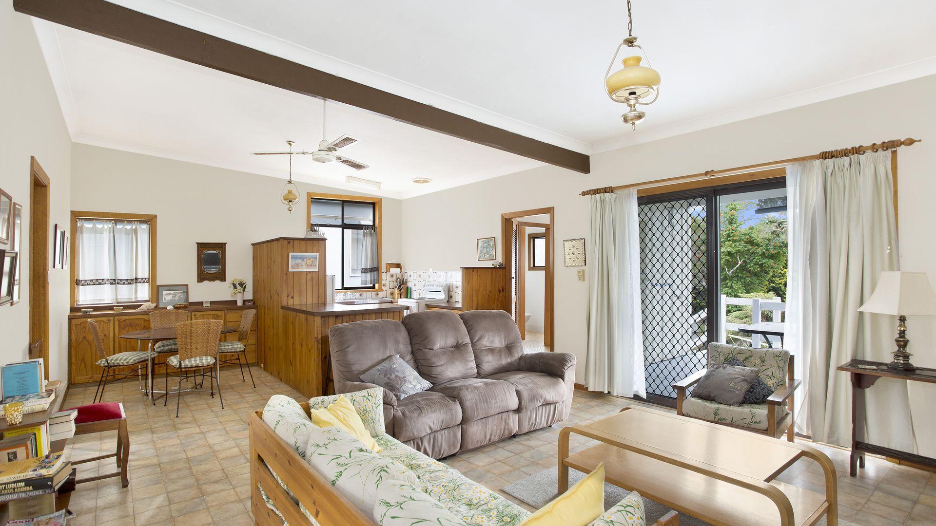 11 Karani Avenue, Avoca Beach NSW 2251, Image 1