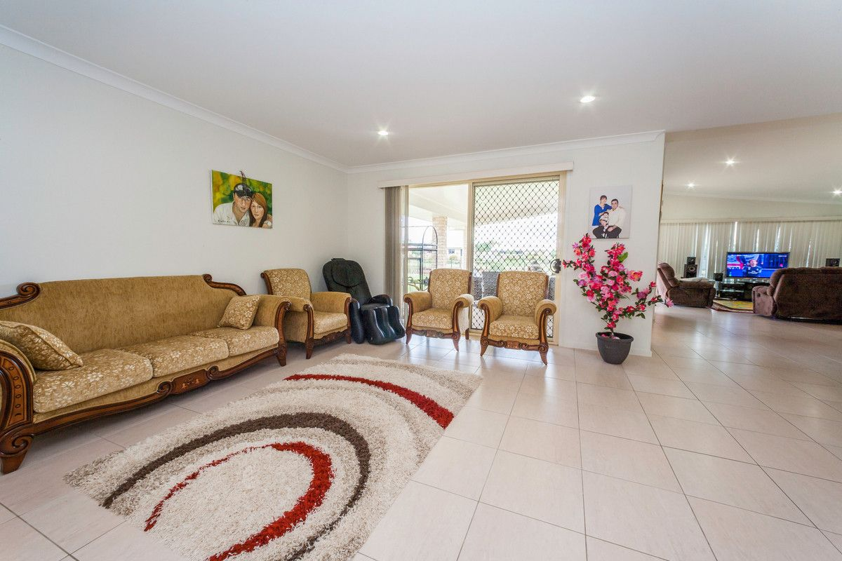 11 Peggy Drive, Coral Cove QLD 4670, Image 2