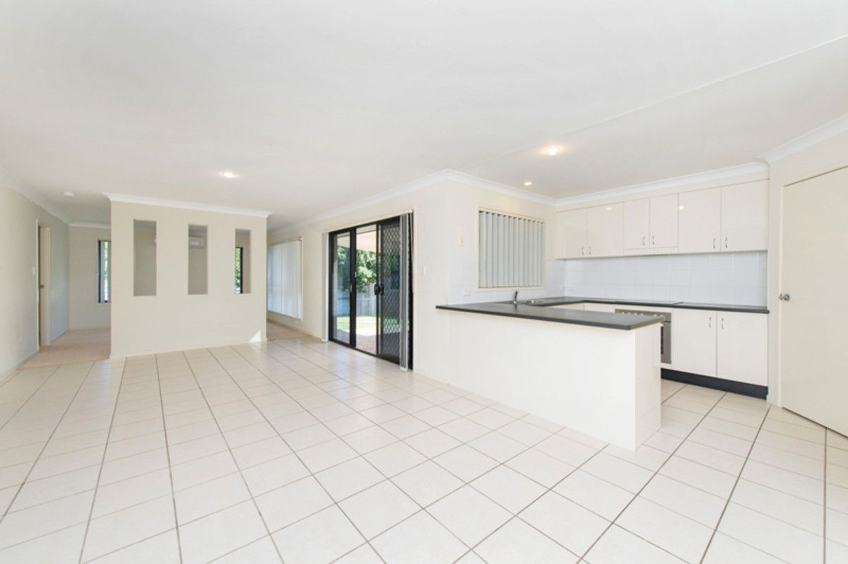 5 Burr Court, Pacific Pines QLD 4211, Image 1