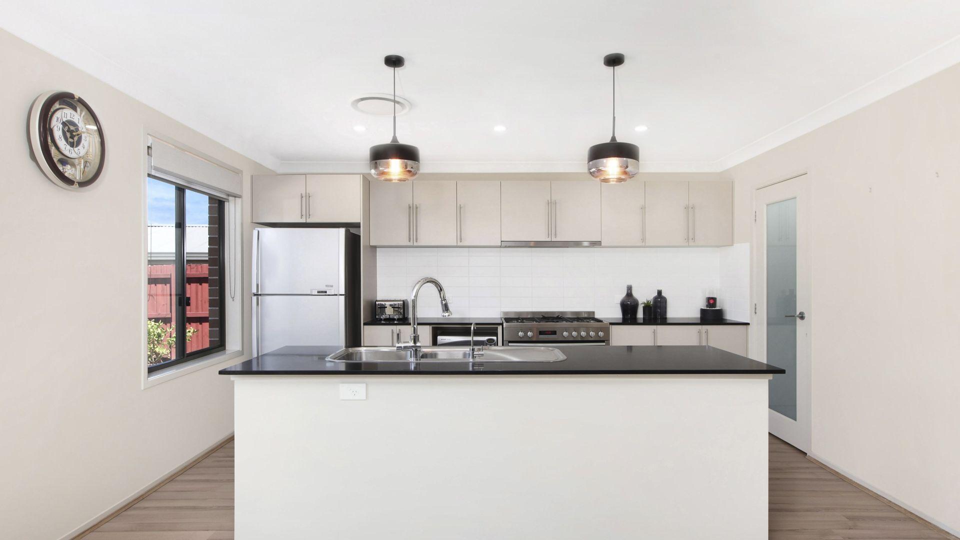21 Thomas Hassall Ave, Middleton Grange NSW 2171, Image 2