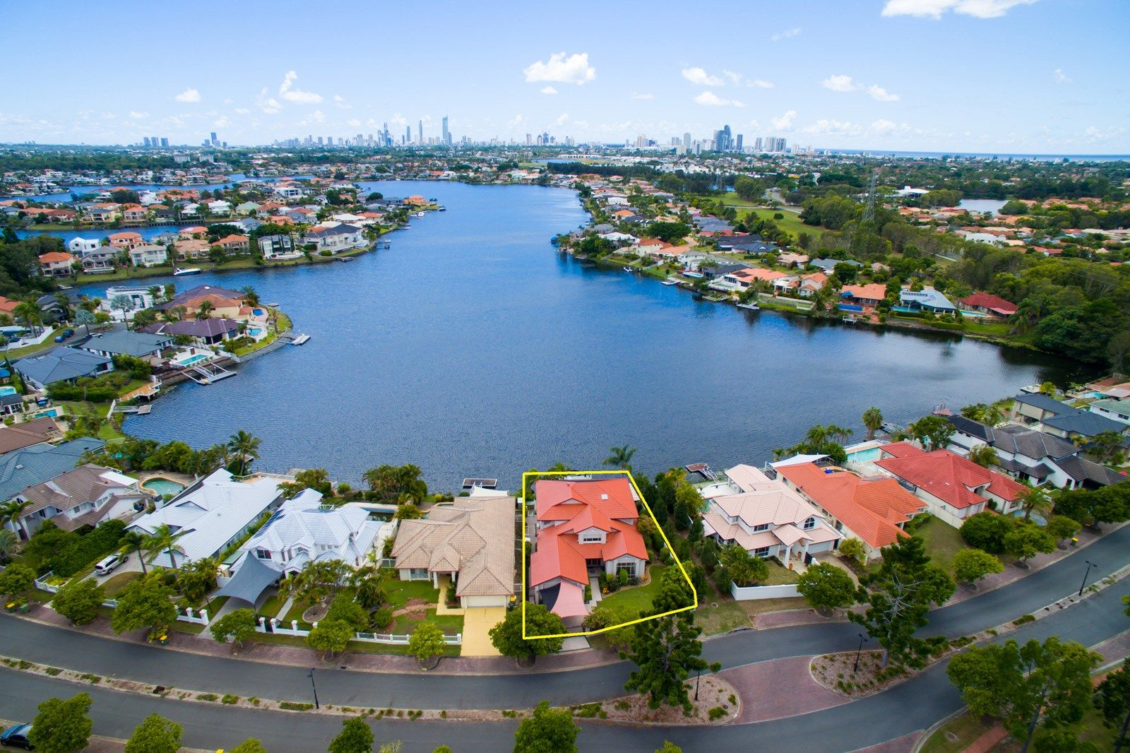 17 Clipper  Boulevard, Clear Island Waters QLD 4226, Image 2