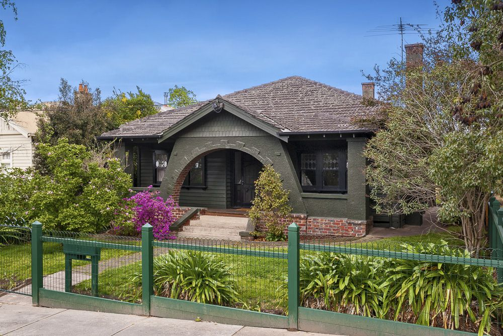 15 Redesdale Road, Ivanhoe VIC 3079, Image 0