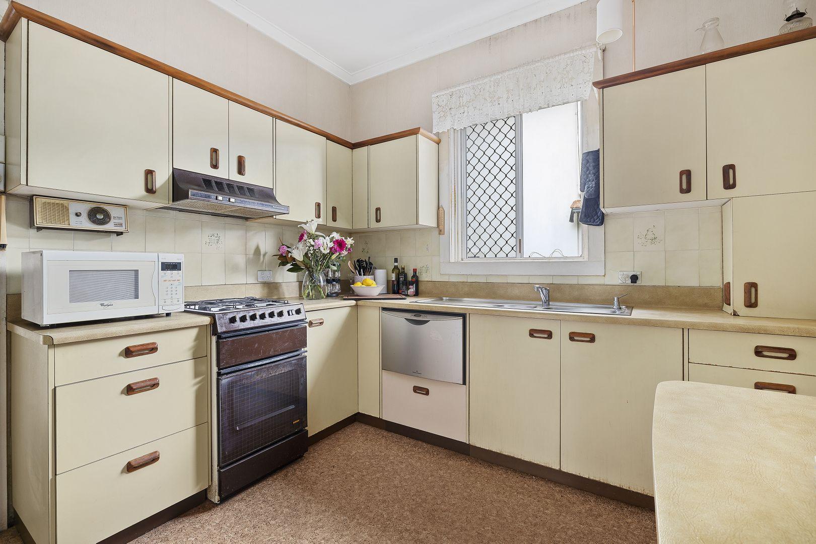 23 Carroll Crescent, Grange QLD 4051, Image 2