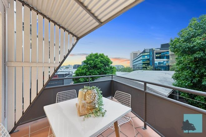 Picture of 7/4 Cowlishaw  Street, NEWSTEAD QLD 4006