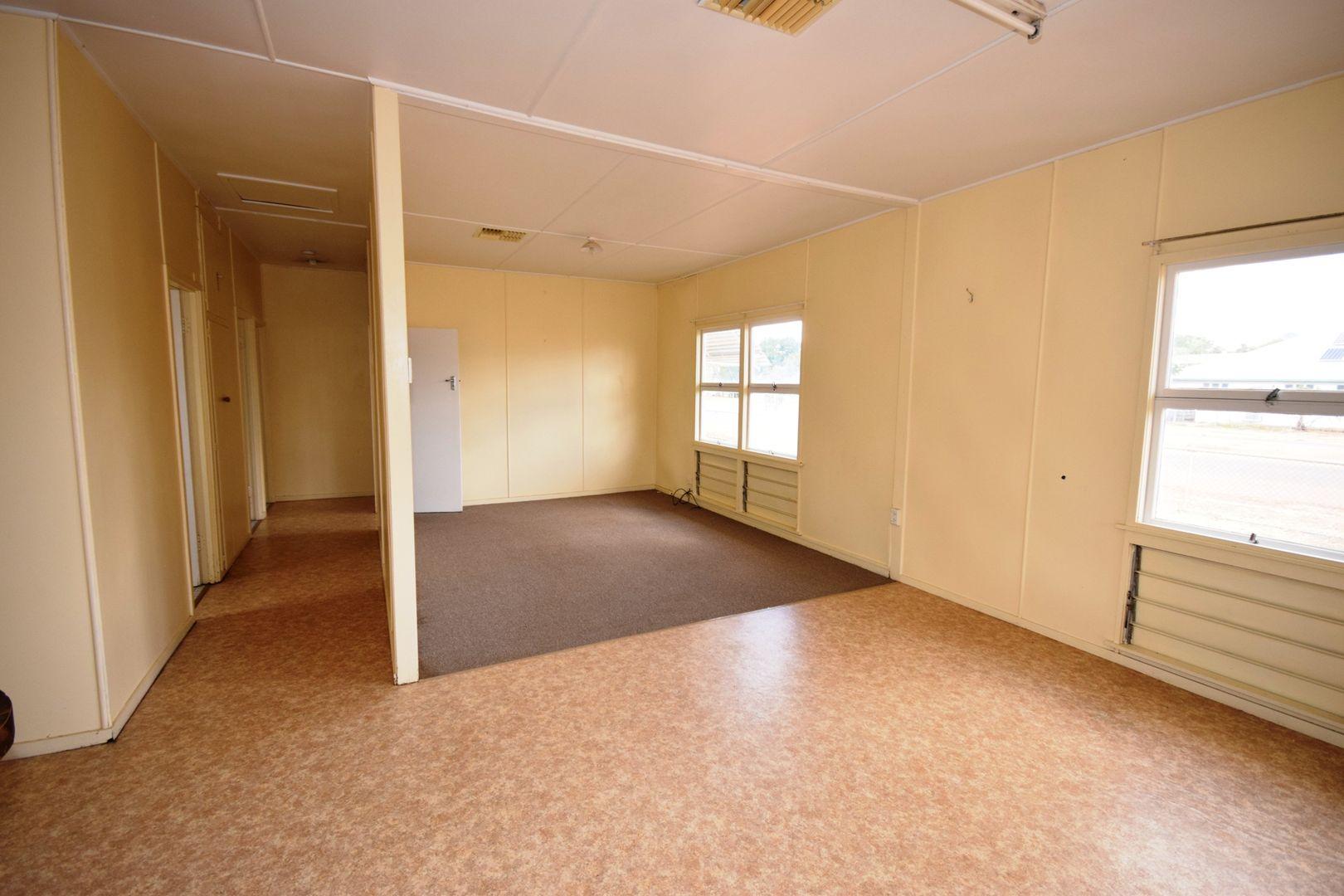 100 Crane Street, Longreach QLD 4730, Image 1