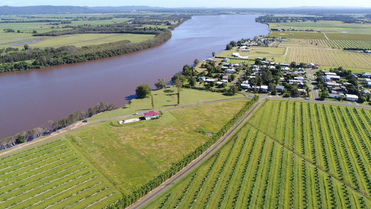 10 River Road, Palmers Island NSW 2463, Image 2