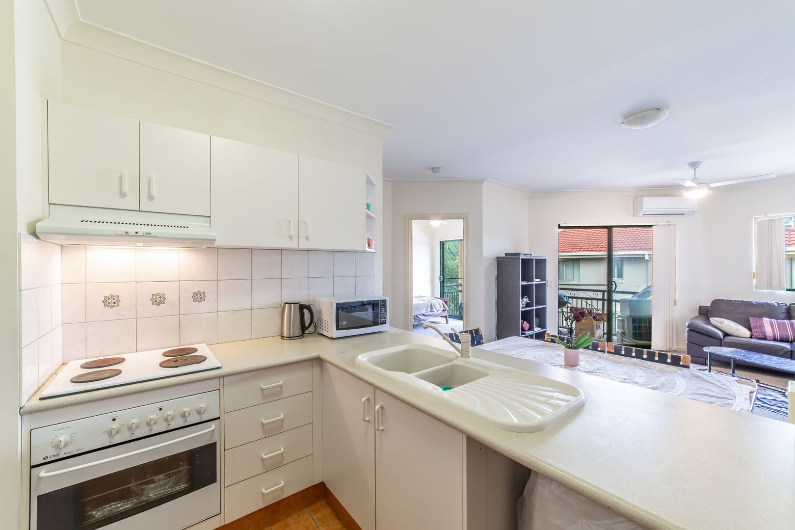 22/10-12 Spendelove Avenue, Southport QLD 4215, Image 1