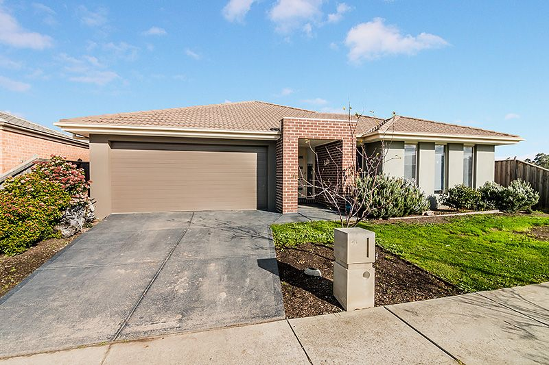 29 Blackledge Drive, Cranbourne East VIC 3977, Image 0