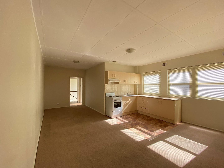 1/126 Gladstone Avenue, Coniston NSW 2500, Image 1