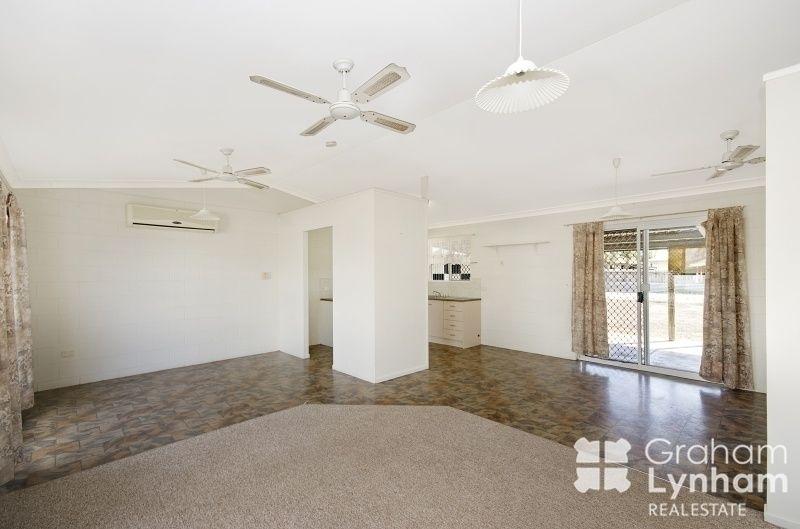 19 Gatwick Street, Burdell QLD 4818, Image 2