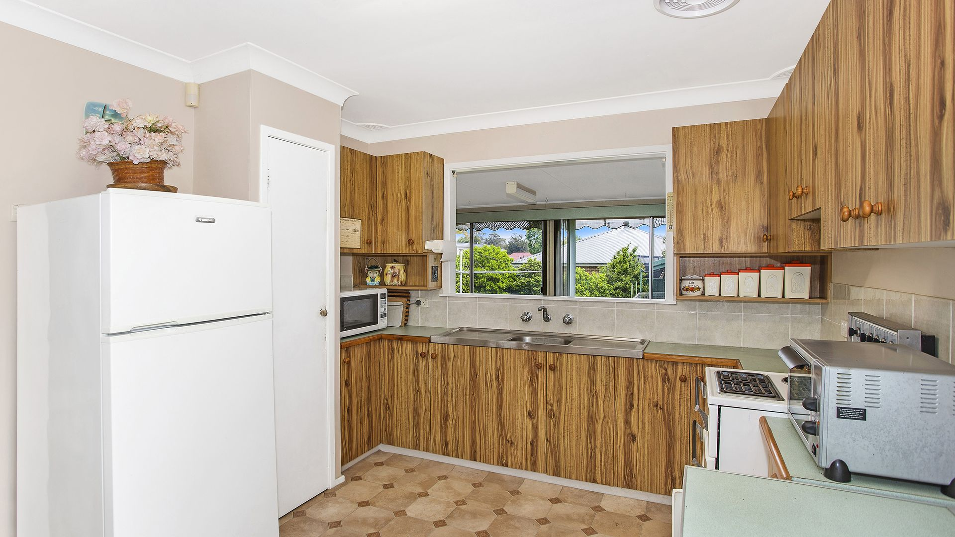 23 Shortland Avenue, Killarney Vale NSW 2261, Image 2