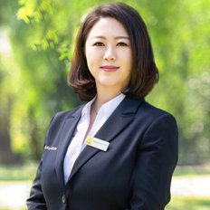 Maggie Sun, Sales Executive