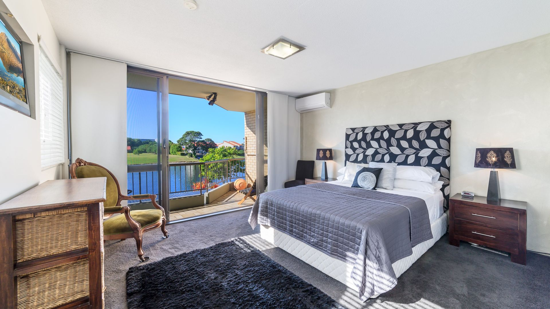 8/52 Hooker Boulevard, Mermaid Waters QLD 4218, Image 2