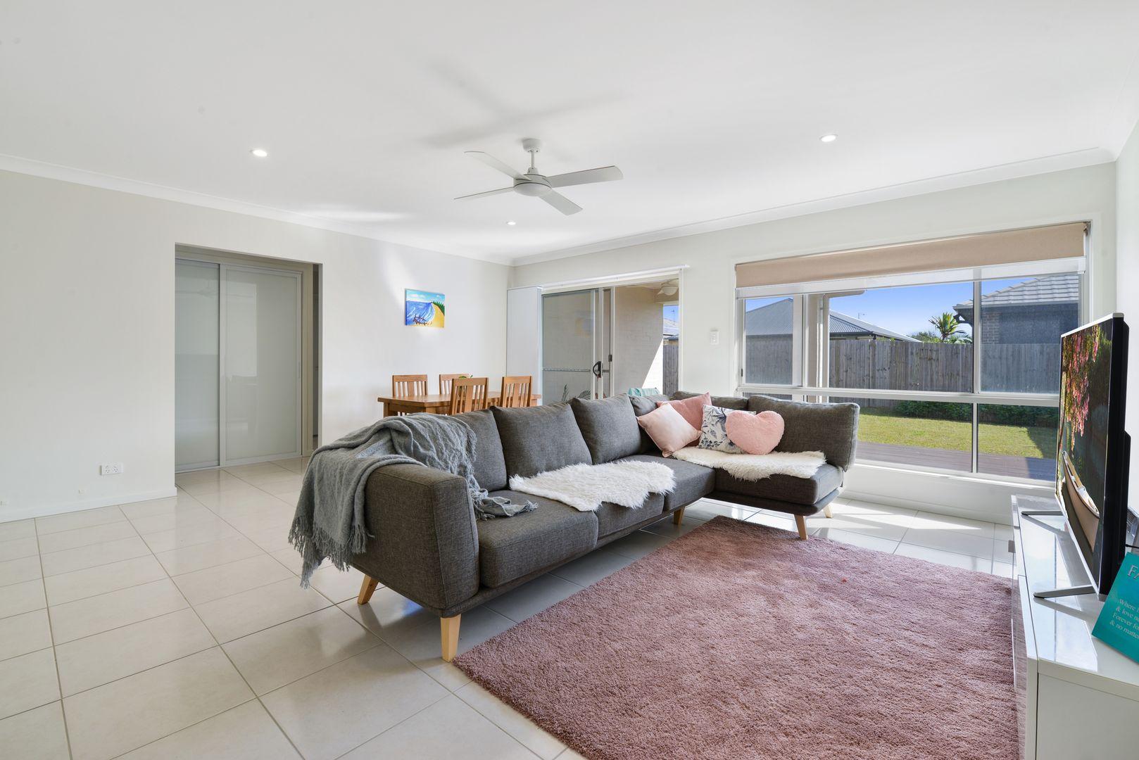 22 Turquoise  Place, Caloundra West QLD 4551, Image 2