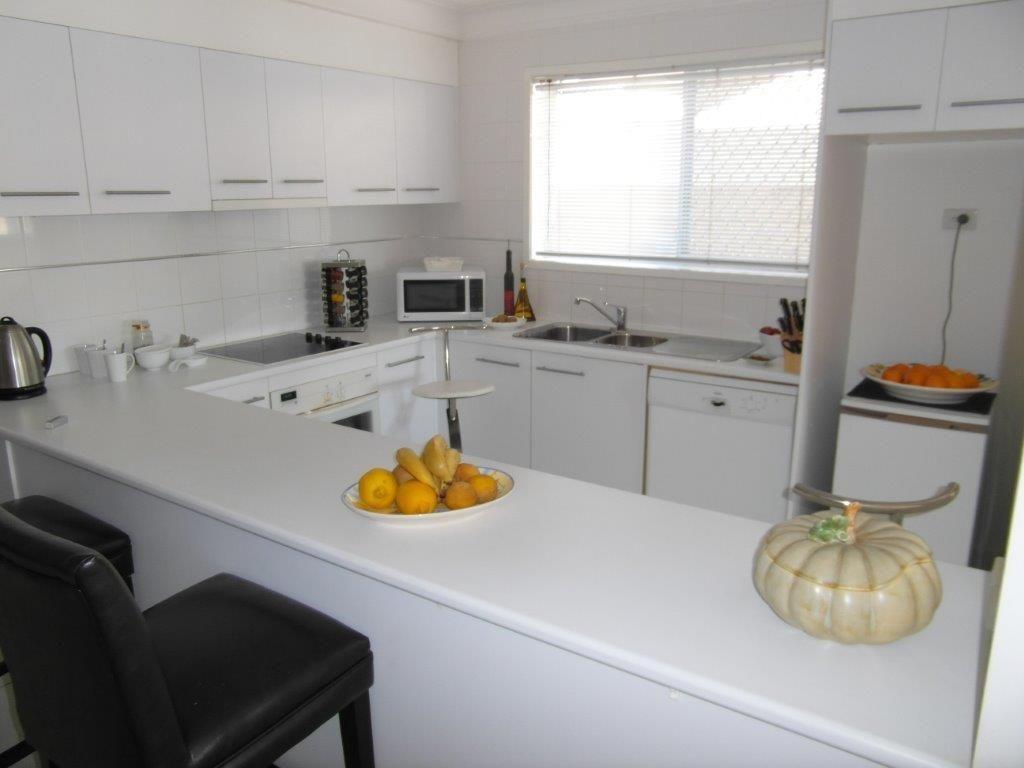 2/191 Stanhill Drive, Chevron Island QLD 4217, Image 2