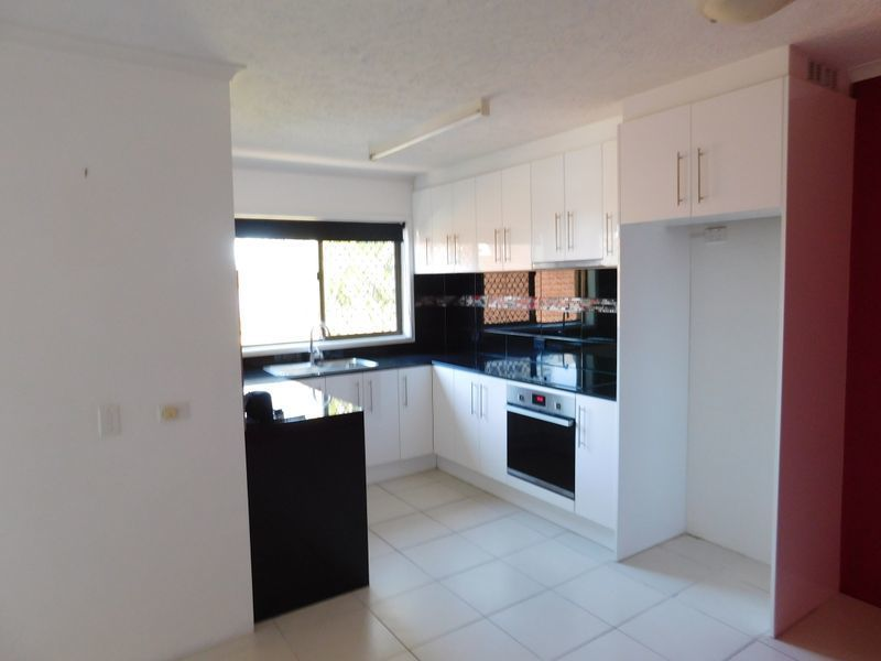 Unit 3/32 Imperial Pde, Labrador QLD 4215, Image 2