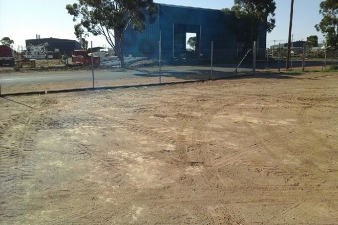 Picture of 10-12 Pinnacles Place, BROKEN HILL NSW 2880